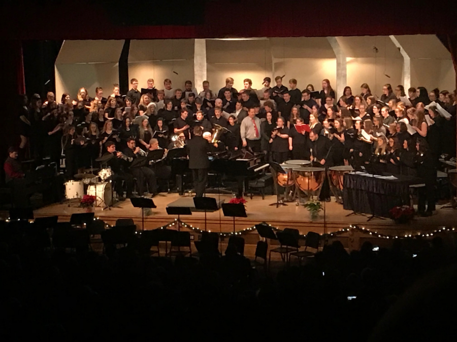 Alumni+joined+the+choir+to+finish+the+concert.