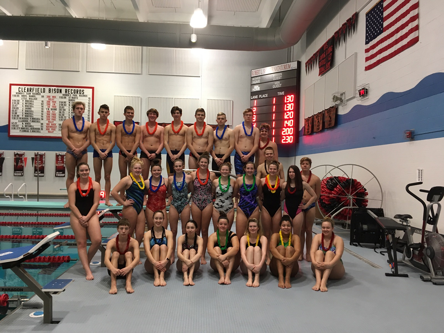 Swimmers+take+their+annual+New+Year%27s+Eve+picture+before+practice