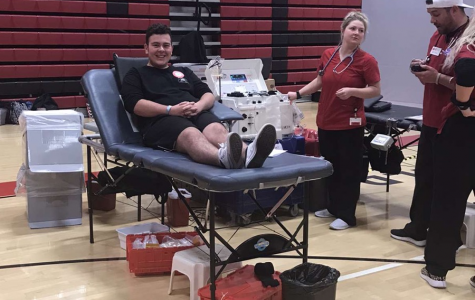 Landon Libreatori giving blood