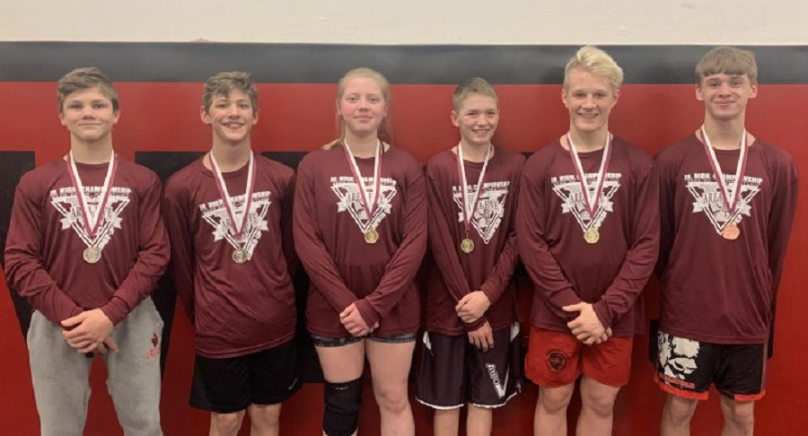 Junior High wrestlers move on to states