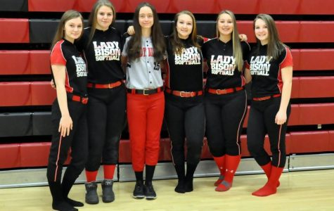 Softball team swings into season