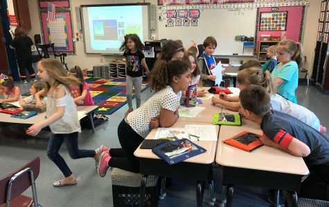 Spanish Honor Society teaches Spanish to elementary school
