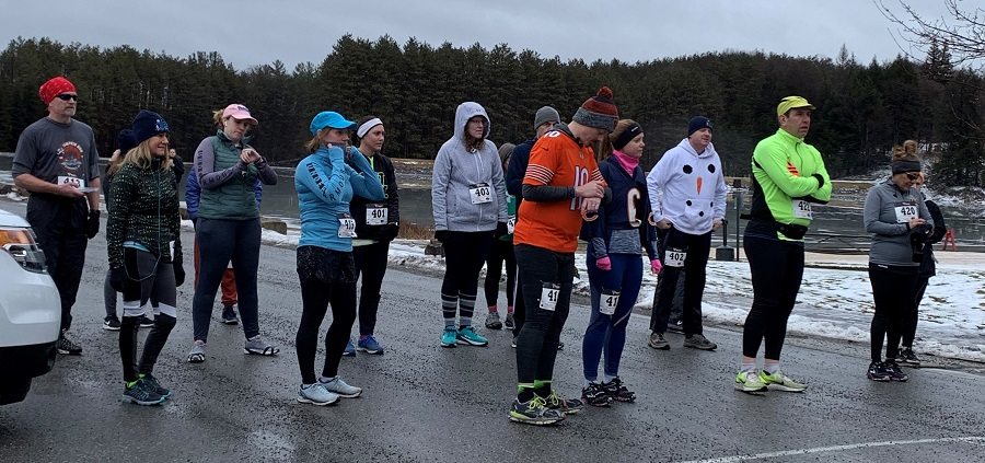 Freeze Your Gizzard 5K runners at the starting line.